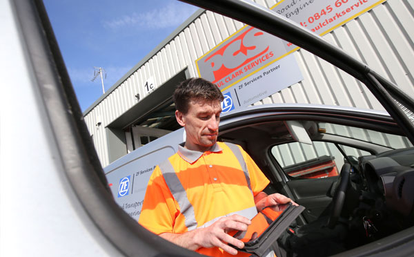 A PCS employee using the Mobile JobWatch system