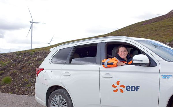 EDF employee drving a car guided by BigChanges Mobile JobWatch device
